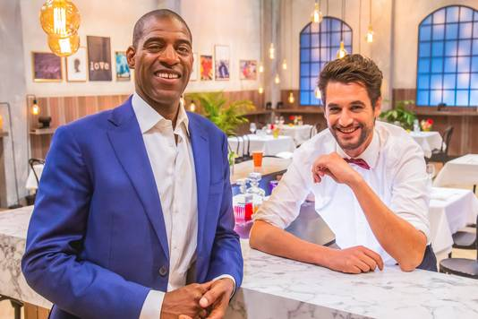Maitre Sergio en Barman Victor in First Dates