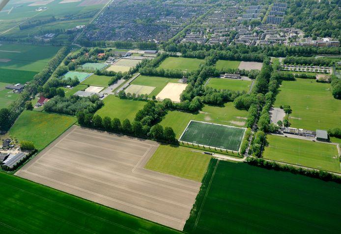 Een luchtfoto van Sportpark Schenkeldijk.