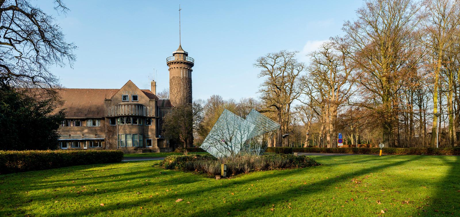 Het hoofdgebouw van GGZ WNB op landgoed Vrederust in Halsteren.