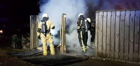 Schuur brandt uit in Enschedese wijk Stroinkslanden