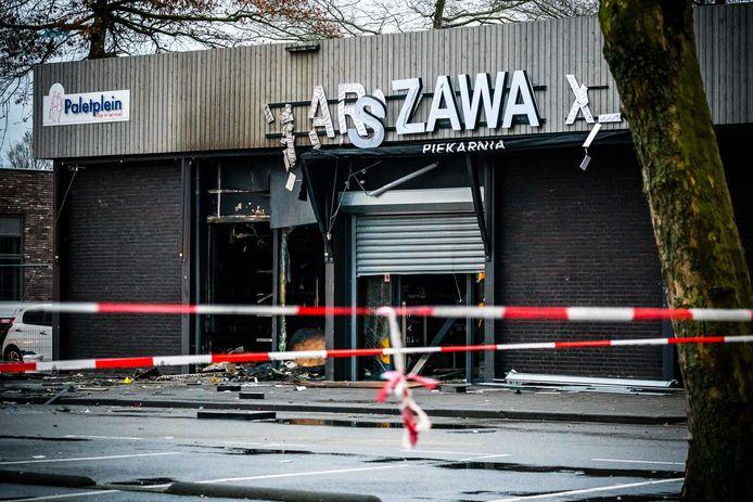 Veel schade nadat er een explosief is afgegaan bij een Poolse supermarkt aan het Paletplein. De winkel is van binnen verwoest door de brand die na de explosie uitbrak. Het is de vijfde aanslag op een Poolse supermarkt in korte tijd.