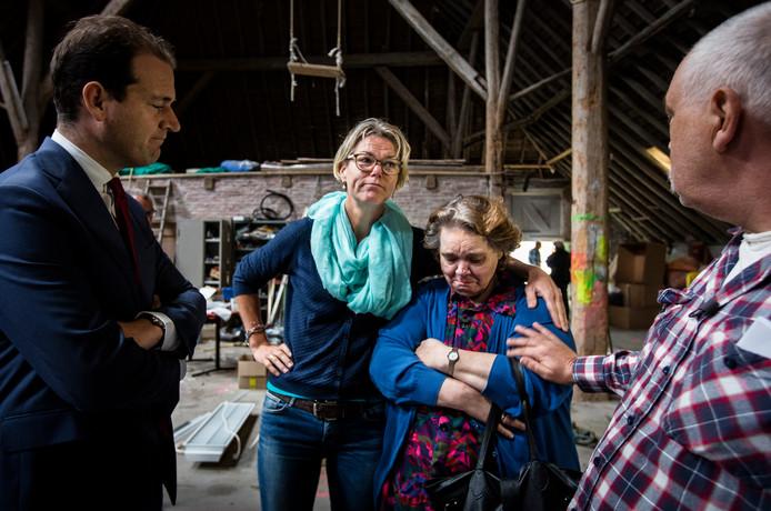 Annemarie Heite (tweede van links), hier met toenmalig minister Asscher van Groningen.