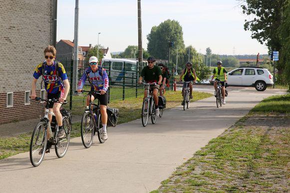 Op het kruispunt met de Stationsstraat in Lot (op de foto op de achtergrond )worden slimme verkeerslichten geplaatst.