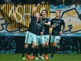 Ajax omzeilt klip in Arnhem en houdt druk op Feyenoord