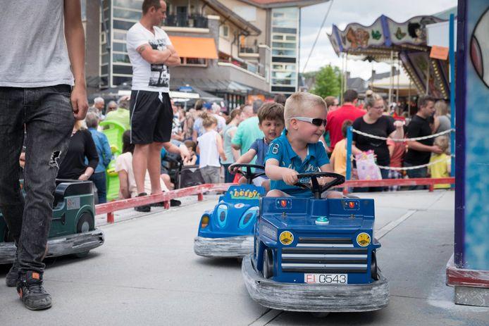 Kinderen vermaken zich tijdens een eerdere editie van Elst op Stelten.