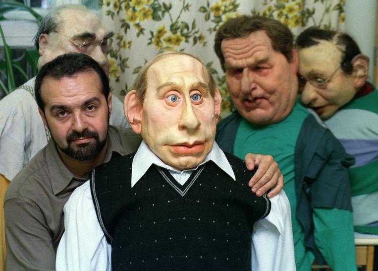 Viktor Sjenderovitsj met een pop van Poetin. Beeld GettyImages