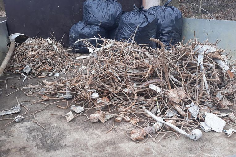 Medewerkers hebben 1.800 kilogram metaal en ander vreemd materiaal uit het puin geplukt.