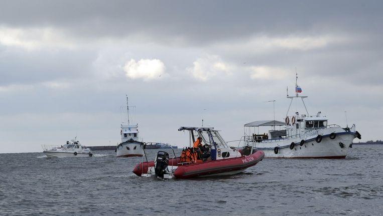 Verschillende boten, onder andere van de Russische kustwacht, hebben tot vanochtend naar overlevenden gezocht. Beeld reuters