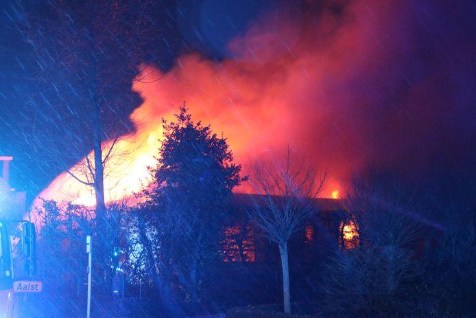 De woning moest volledig afgebroken worden om de brand te kunnen blussen.