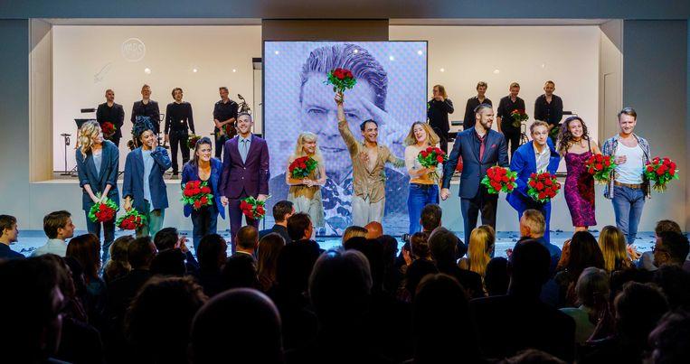 De cast van de musical Lazarus tijdens het slotapplaus in DeLaMar Theater.  Beeld ANP