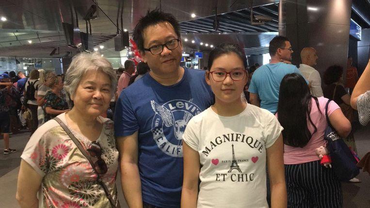 v.l.n.r. Laiping Lee Wong (71), Roberto Lee (43) en Vivian Lee (14) Beeld Raounak Khaddari