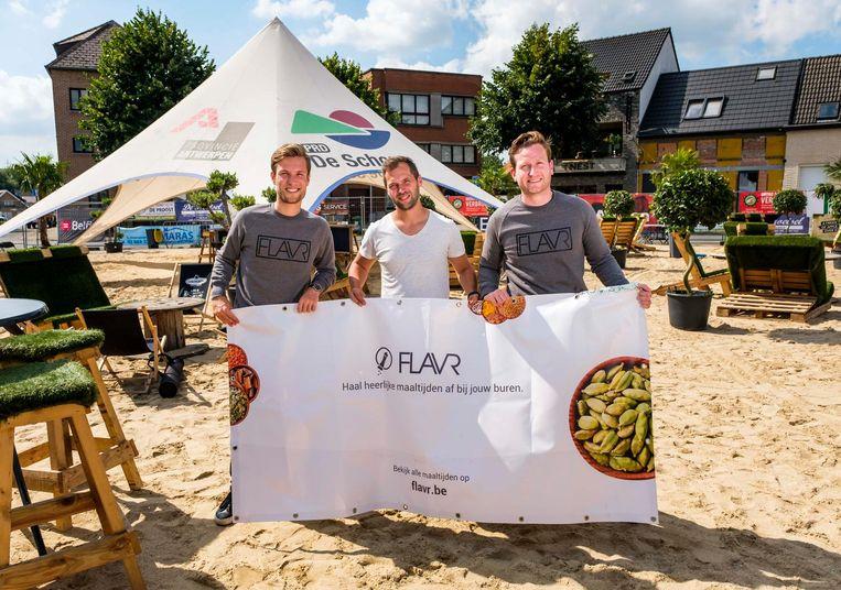 Tim Denies, Roy Duyn, Moos Tits van FLAVR op het strand van Niel Plage.