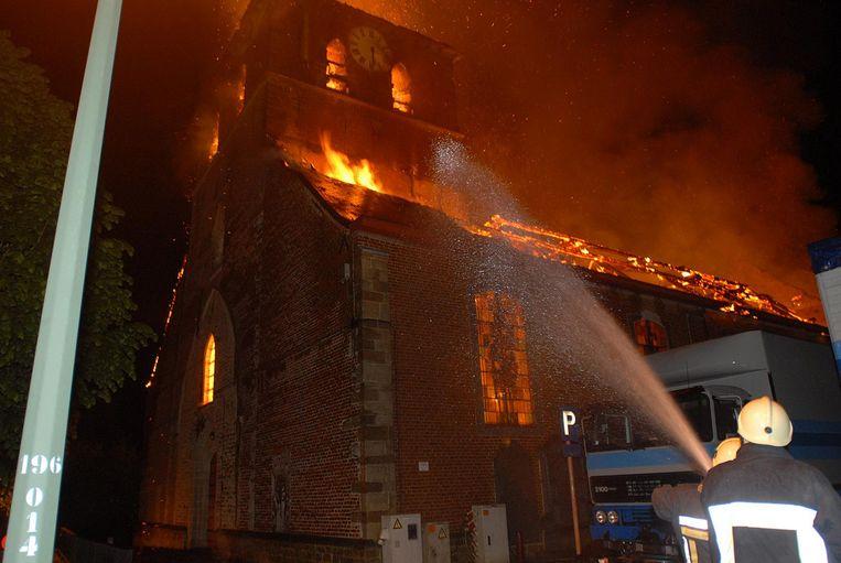 Een afgeschoten vuurwerkpijl vernietigde de Sint-Pieterskerk bijna helemaal.