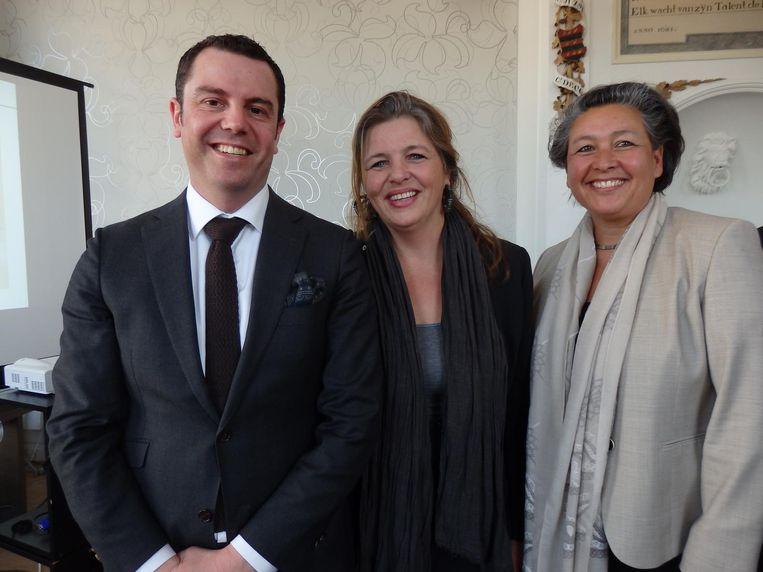 Martine Willemsen (m, Hermitage) en van ABN Amro: Daniel Casalod en Ilona Roolvink. 'Ik roep altijd meteen: dubbele o!' Beeld Schuim