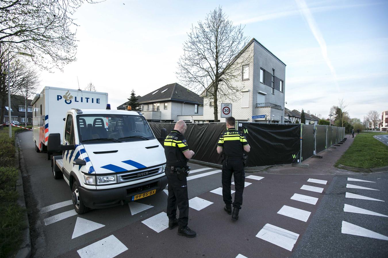 Onderzoek bij de overvallen woning in Arnhem-Zuid.