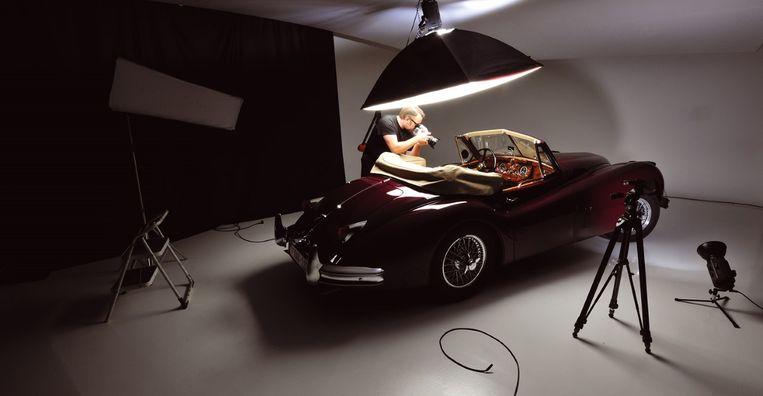 Mathieu Damiens aan de slag in zijn studio.