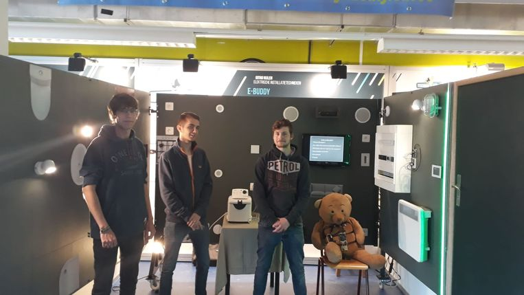 De studenten met het systeem van de e-buddy