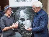 Boek over straatmuzikant Chuck Deely gepresenteerd