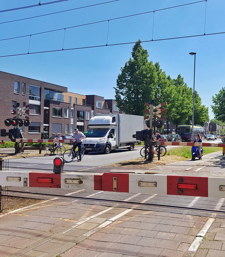 Overwegstoring en lange files richting Intents Festival in Oisterwijk