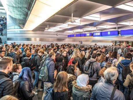 Piekdrukte in NS-tunnel Zwolle kan vertraging opleveren. 'Zorg dat je wat eerder komt'