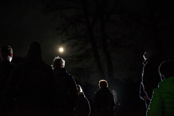 Genieten van de volle maan in de Nijverdalse natuur.