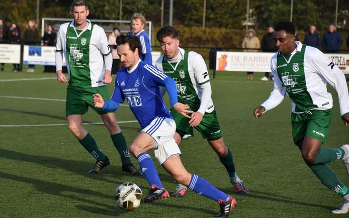 Sander Bertels eerder dit seizoen aan de bal voor Marvilde tegen zijn oude en nieuwe club RPC.