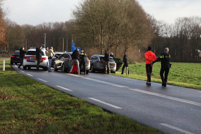 De aanhouding op de Broekhuizerstraat bij Wehl. Foto: Persbureau Heitink