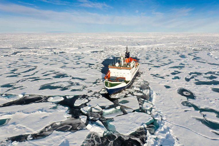 Het onderzoeksschip Polarstern in de Noordelijke IJszee. Beeld EPA