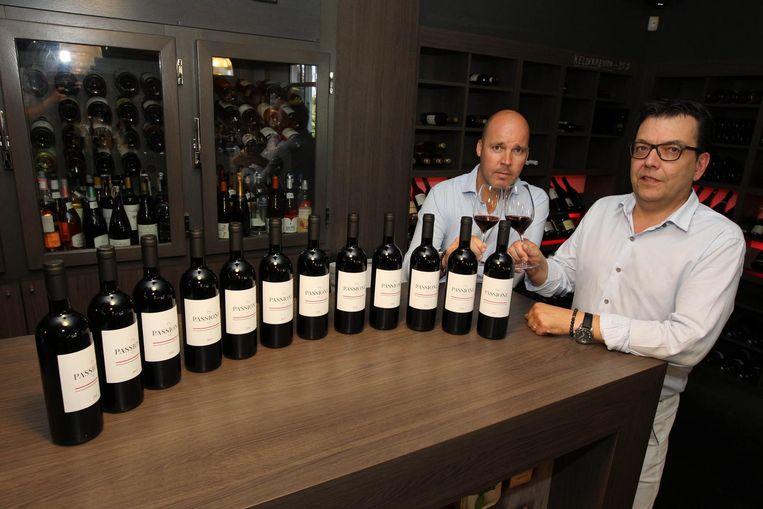 Steven Herteleer, zaakvoerder van wijnhandel Van den Bossche, lanceert de nieuwe wijn 'Passione 2015'.
