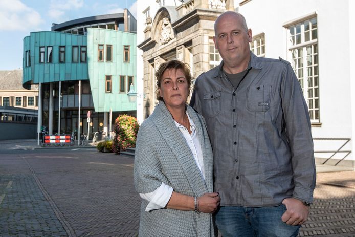 Jarno Visser met zijn vrouw Astrid. Ze zijn boos over de houding van de gemeente Zutphen inzake jeugd-GGZ organisatie De Verborgen Kracht.