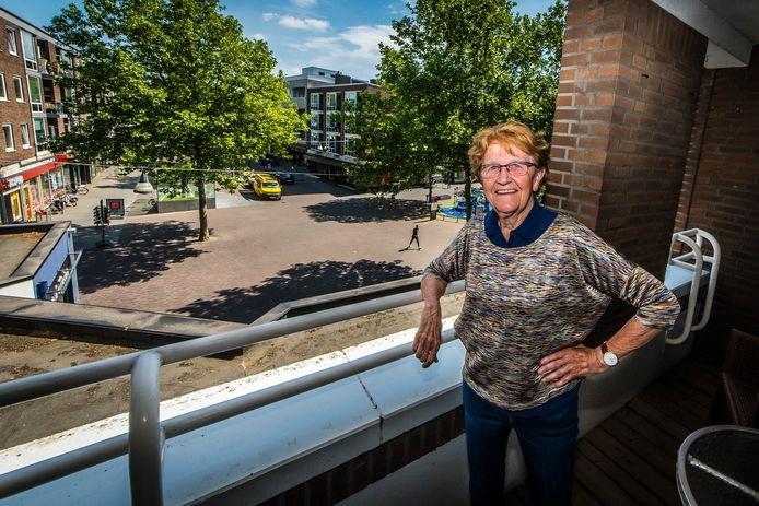Annie van den Boom zag het vanuit haar appartement steeds drukker worden in het centrum.