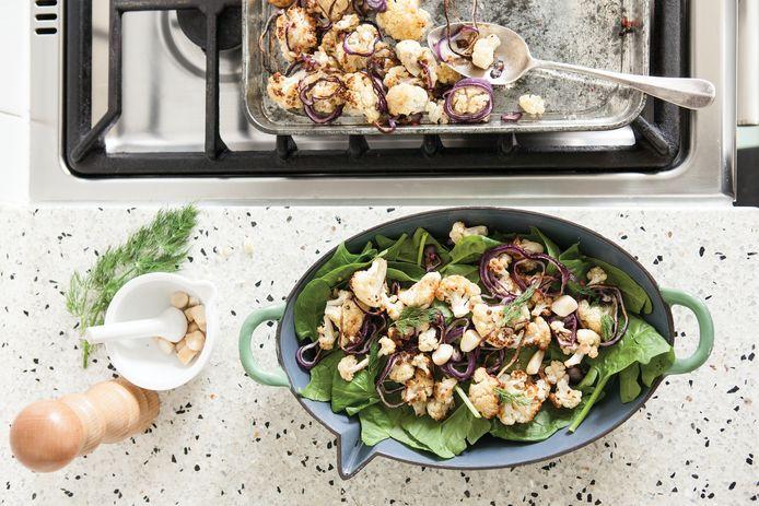 Geroosterde bloemkoolsalade met cranberry's en roze peper