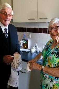 Hiep hiep hoera! Huibert en Gerrie de Graaf vieren platina huwelijk
