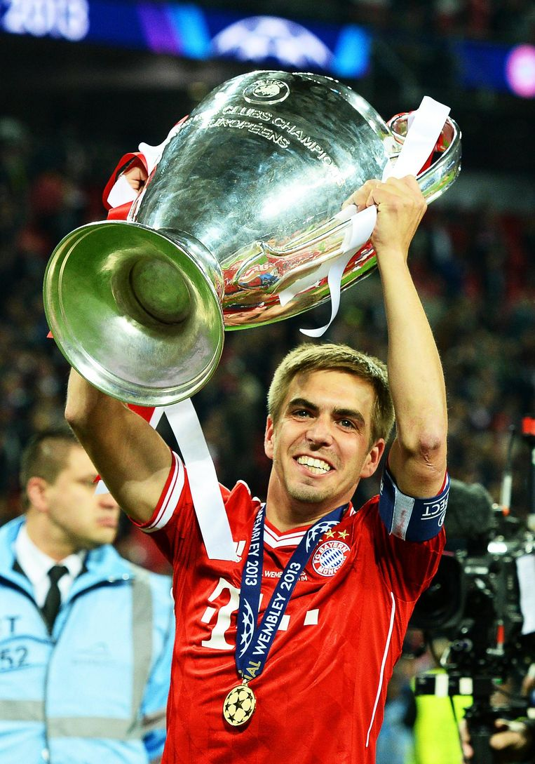 Lahm met de Champions League-beker in 2013. Beeld epa