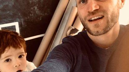 Creatief in uw kot: David en zoontje Robin (4) leggen 40 meter lange knikkerbaan aan van de zolder tot de voordeur