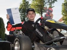Bas (14) uit Zeewolde voelt wel adrenaline, maar geen spanning bij hoge snelheid op autocircuit