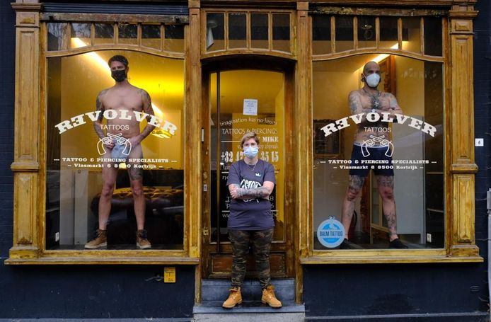 We zien (v.l.n.r.) Benny Ben'Ink van Kortrijk, Djoels Djoels INK van Pittem en Sergio InkBastard13 van Lissabon (Portugal), waar alles ook dicht is