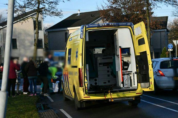 Een fietsster in Enschede is woensdagmiddag met letsel naar het ziekenhuis gebracht.
