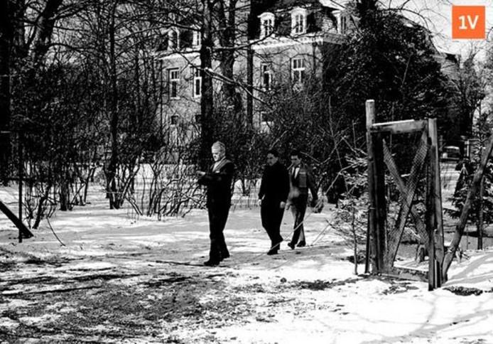 Verdachte Boudewijn H. opent het hek tot de kippenren.