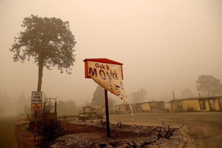 Een afgebrand motel in de plaats Gates in Oregon, aan de Amerikaanse westkust. Beeld REUTERS
