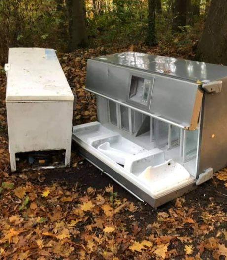 Koelkast en vrieskist gedumpt in het bosgebied van Winterswijk, daders opgepakt