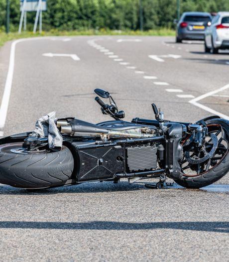 Motorrijder gewond na aanrijding met auto in Hilvarenbeek