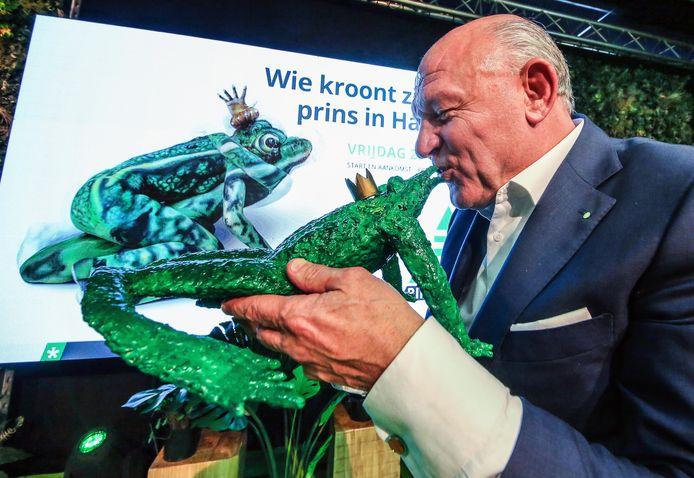 Persverantwoordelijke Jacques Coussens op de voorstelling van de banner vorig jaar.