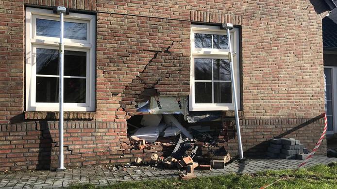 De schade aan de woning in Nieuw-Dordrecht.