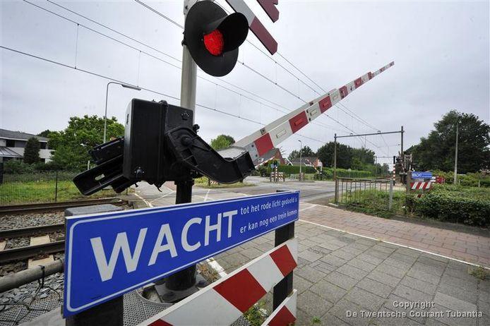Het wil nog wel eens gebeuren dat er in Borne slagbomen urenlang omlaag blijven door een defect aan een trein of storing bij de installatie. Afgelopen jaar al zes keer.