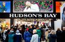 Hudson's Bay in betere tijden; bij de opening van het warenhuis in Hoog Catharijne in maart stonden er nog dikke rijen voor de deur.