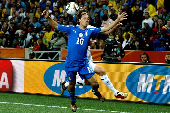 Mauro Camoranesi in actie namens Italië op het WK 2010.