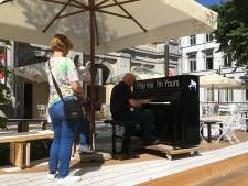 Jeuken de vingers? Speel piano op terras van URB EGG-café