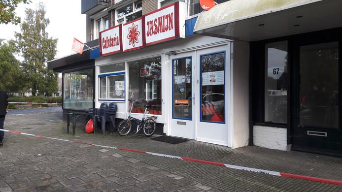 De Almelose cafetaria Jasmijn, waar zondagmiddag een korte gijzeling plaatsvond.