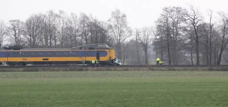 Treinverkeer Deventer - Rijssen hervat na aanrijding met een auto